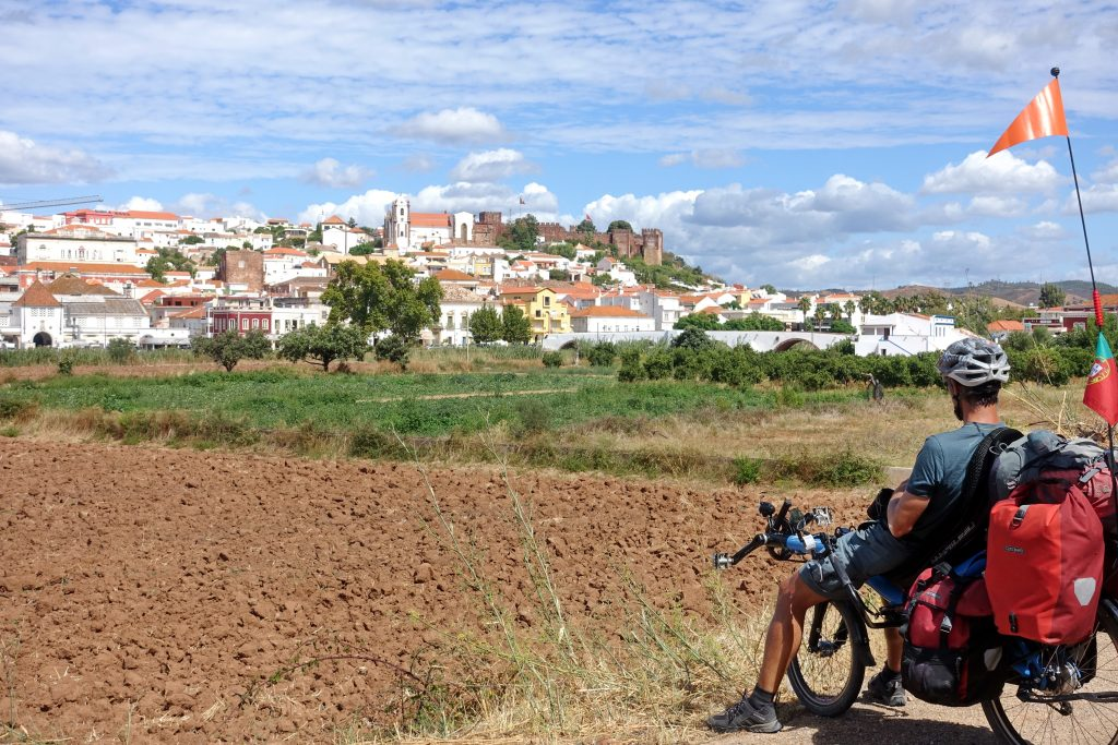 Vue sur Silves bike touring Portugal