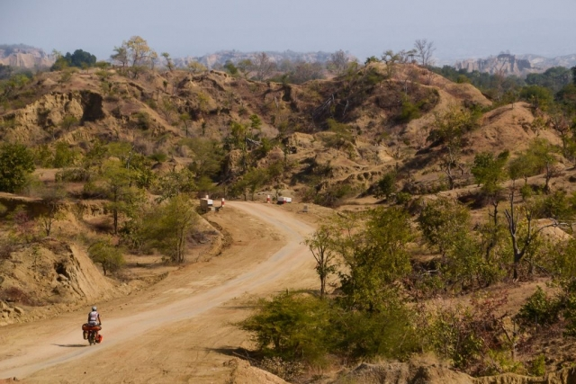 Hot and dusty cycling in Myanmar